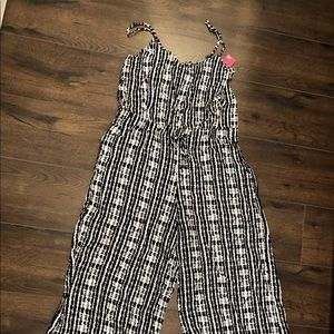 Black and white pattern wide leg jumpsuit (NWT) XL
